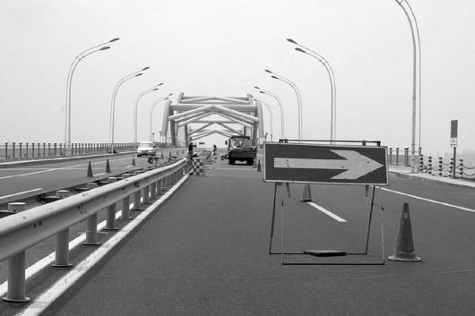 """烟台养马岛跨海大桥增系""""安全带"""""""