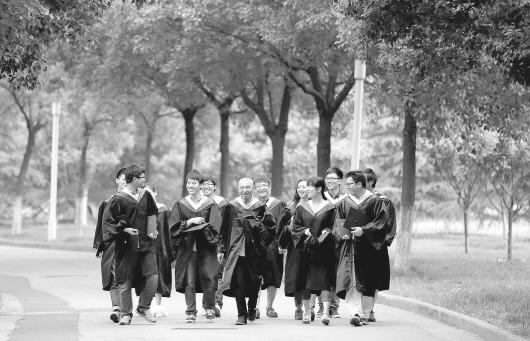 """照"""" 73岁,他毕业了…… 朝鲜欢呼新导弹技术""""突破"""" 青岛银行AC米兰"""