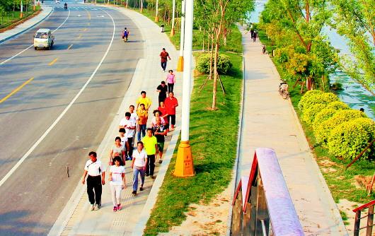 记者从聊城市住建委了解到,徒骇河风景区滨河大道也将会和长江路一样