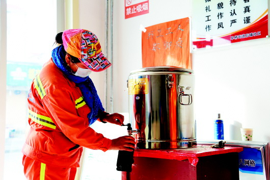 废铁桶改造取暖炉子