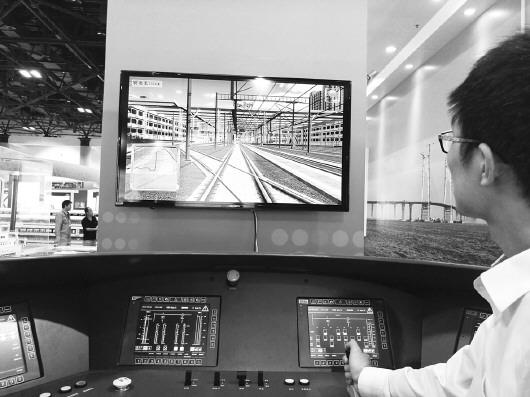 新华社发    2016年6月2日,中车青岛四方车辆研究所工作人员在