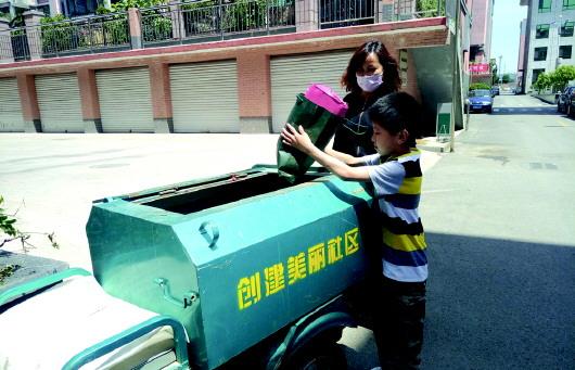 """""""用垃圾车替换垃圾桶,是我们的决策."""