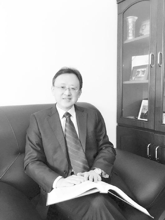 李平,山东理工大学学术委员会副主任,经济与管理学部部长,二级教授