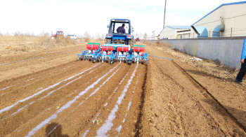 2BF-24型小麦播种机条播亚麻的技术改装